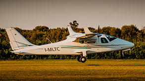 decollo ultraleggero durante sessione pratica del corso di volo