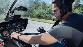 istruttore di volo spiega come usare gli strumenti di navigazione aerea